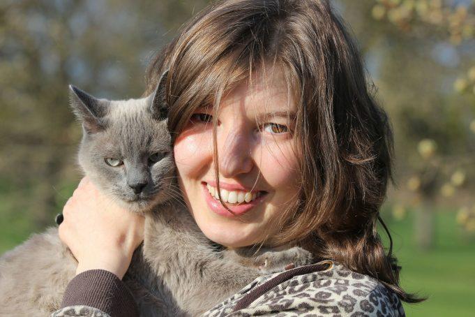 Do cats love human